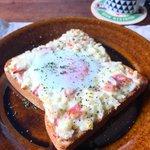 山本ゆりさん考案、12年間の食パンレシピの中でTOP5に入る逸品!新玉タルタルトーストのレシピがこちら!