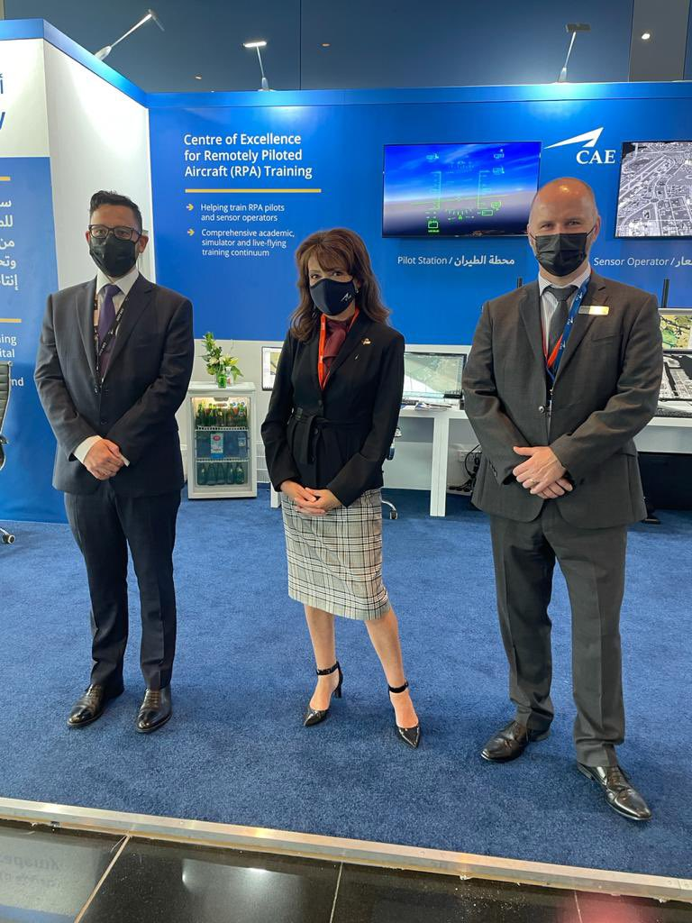 Her Excellency Canadian Ambassador at our stand wearing a #CAE mask 👍👏 in support of the Canadian business companies #InAbuDhabi @IDEX_UAE #NAVDEX2021