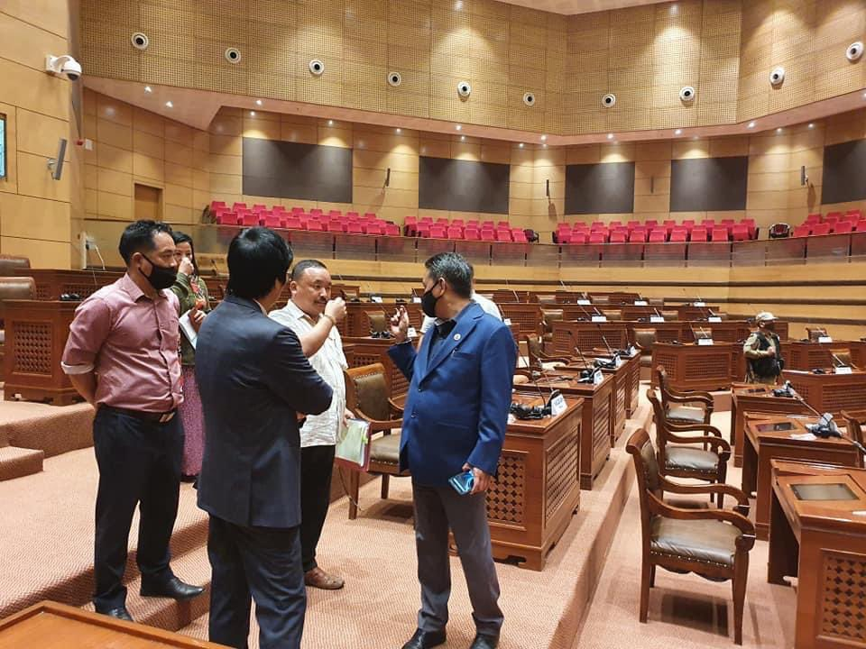 It is encouraging to see that Honble Speaker Sh @pasang_sona ji personally monitoring & supervising the preparations for 6th Session of the 7th Legislative Assembly which will go paperless from tomorrow.