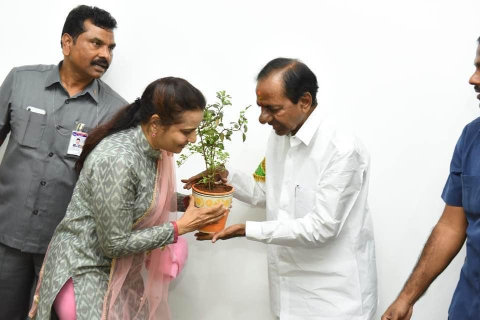 On the occasion of Hon'ble CM garu birthday planted samplings  along with TGO association members   @TelanganaCMO @KTRTRS @MPsantoshtrs @arvindkumar_ias @GadwalvijayaTRS  #KotiVriksharchana