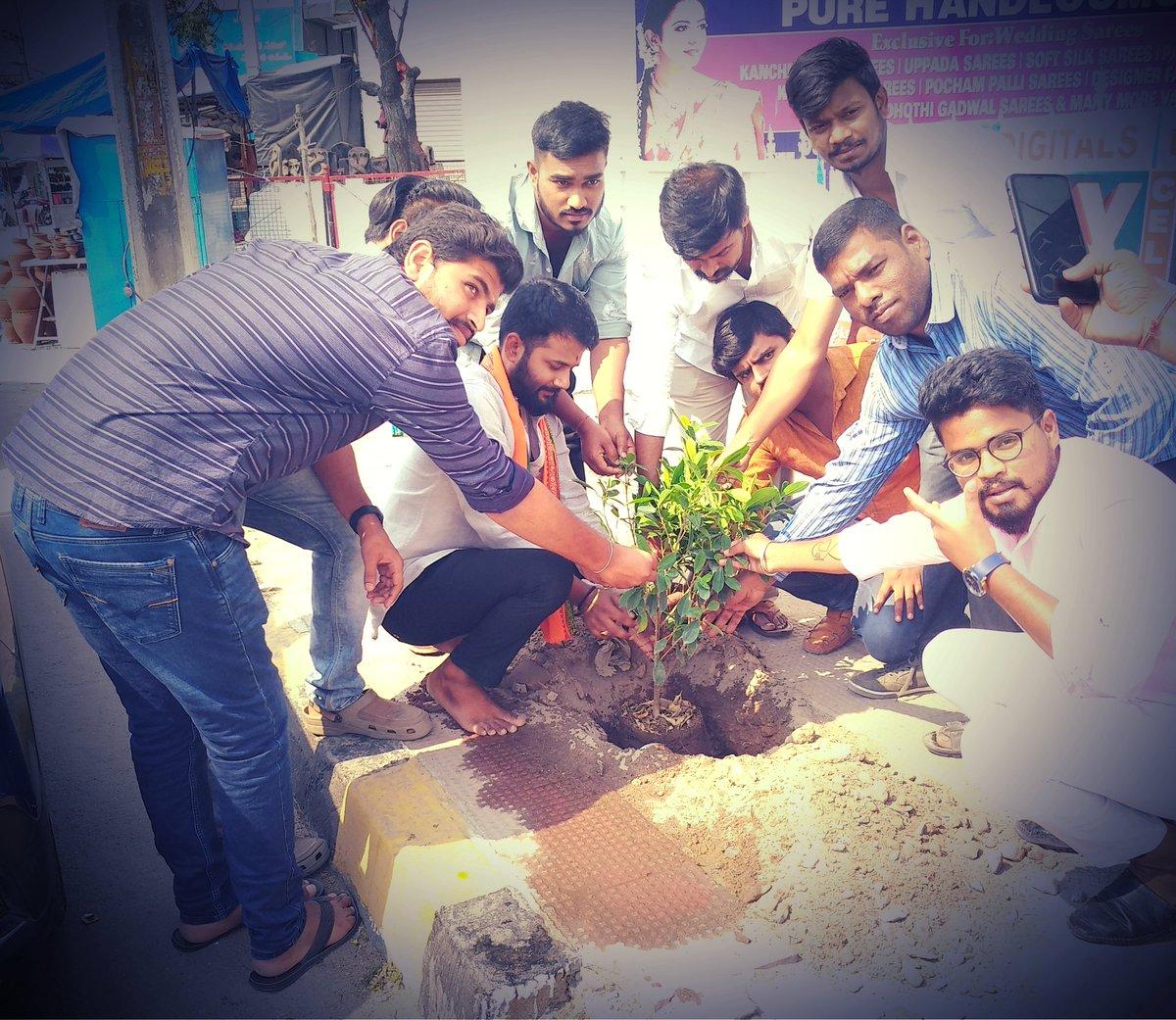 On the occasion of Hon'ble CM Sri KCR garu, planted a sapling as part of #KotiVriksharchana  #HappyBirthdayKCR Sir @KTRTRS @MPsantoshtrs @GelluSrinuTRS  . . . ప్రేమతో మీ, షేర్ రామన్ యాదవ్🙏 TRSV రాష్ట్ర నాయకులు.