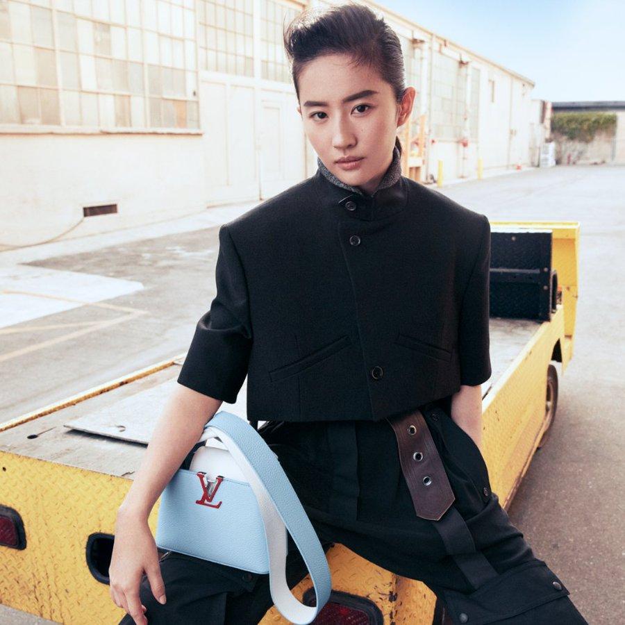 Louis Vuitton Euak98GXcAAo6TP?format=jpg&name=900x900