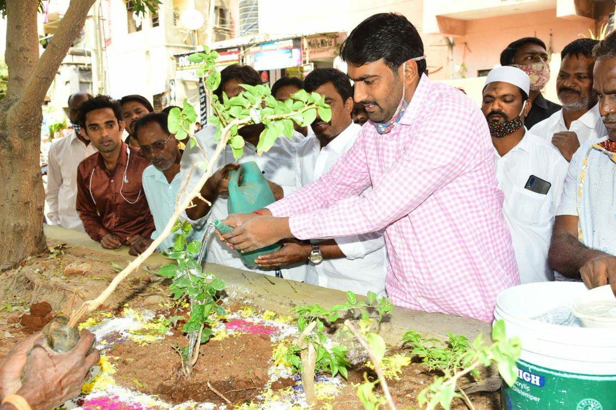 On the occasion of Hon'ble CM Sri KCR garu, planted a sapling as part of #KotiVriksharchana #HappyBirthdayKCR @KTRTRS @MPsantoshtrs