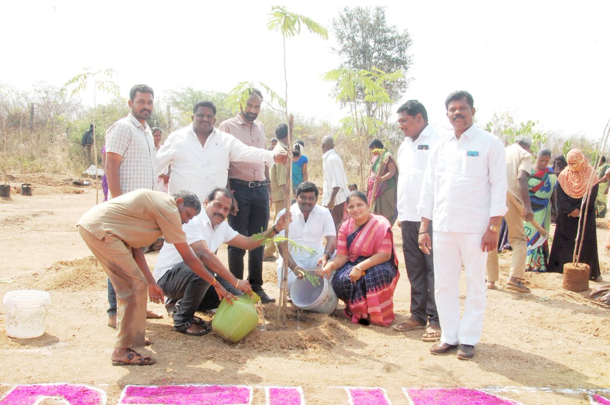 As part of #KotiVriksharchana Program undertaken on the occasion of our Chief Minister Sri. KCR garu's Birthday. Plants were planted in Atmakur Municipality and Participated in Cake cutting along with local leaders and Municipal committee #HappyBirthdayKCR  @KTRTRS @MPsantoshtrs