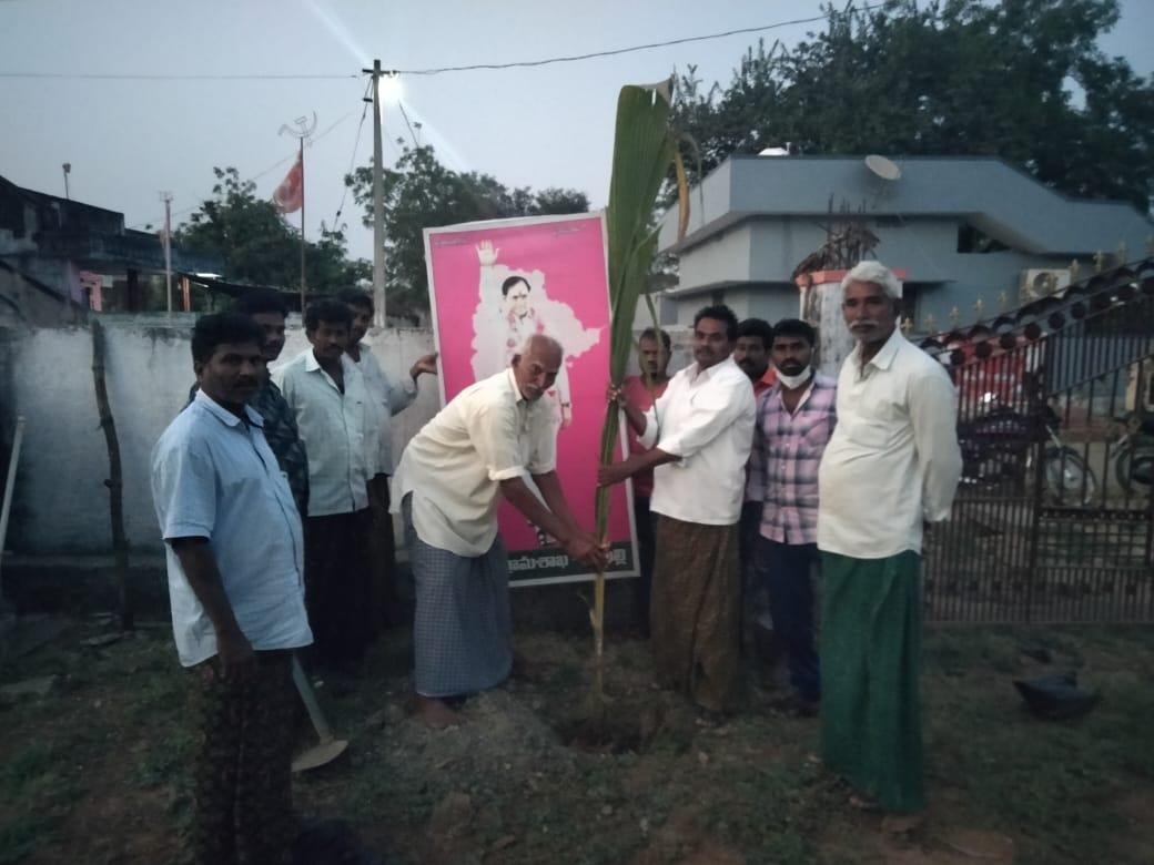 In our village today, planting trees on the occasion of Telangana CM KCR's Bday. @TelanganaCMO #KotiVriksharchana #GreenIndiaChallenge  @KTRTRS