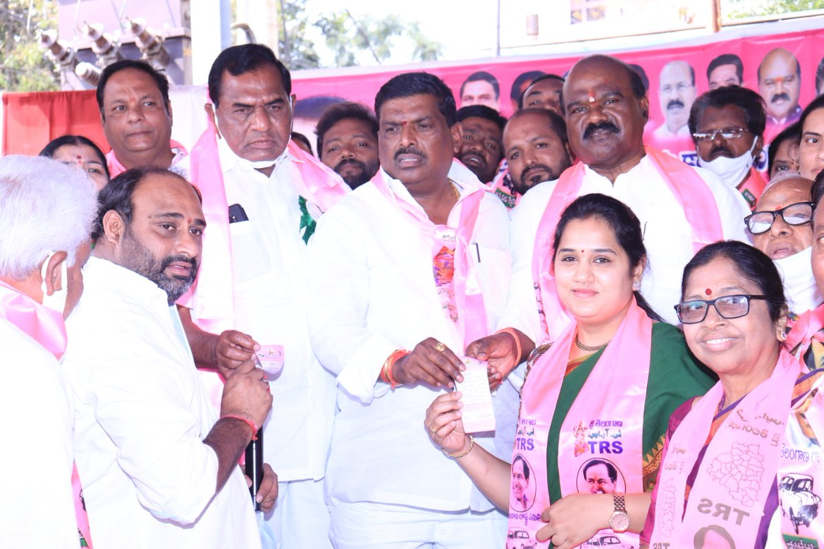 On the accassion of KCR sir birthday celebrated with cake cutting at LIG bus stop and @adarshsindhu madam planted saplings as a part of #kotivriksharchana at Mac society  and took TRS party membership in presence of MLA Mahipal Reddy,MLC Bhoopal Reddy.@KTRTRS @TelanganaCMO
