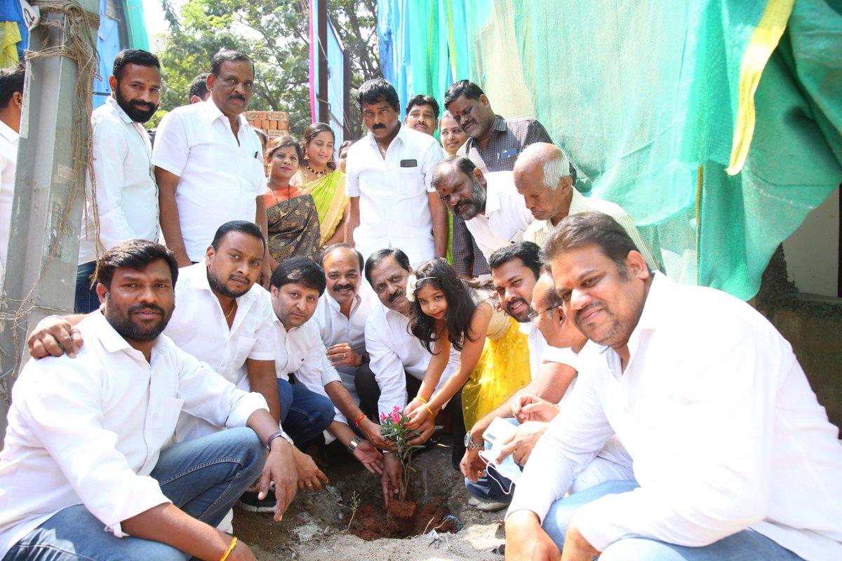 As part of Hon'ble CM Sri #KCR sir Birthday celebrations, participated in the Haritha Haram program at Manikonda & planted saplings along with party members @MPsantoshtrs  @KTRTRS  @trspartyonline  #KotiVriksharchana  #HappyBirthdayKCR #GreenIndiaChallenge  @deviprasadtrs