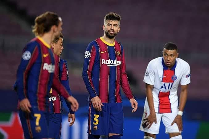 """The words that were exchanged between Pique and Griezmann yesterday 🙆🙆  Pique: """"F**king hell, Grizi. Motherf**ker. We're suffering. We've been [pinned] back for five minutes. F**kng hell, we're running like crazy.""""  #Pique #Gerardpique #Griezmann #barcelona #Barcelonafc"""