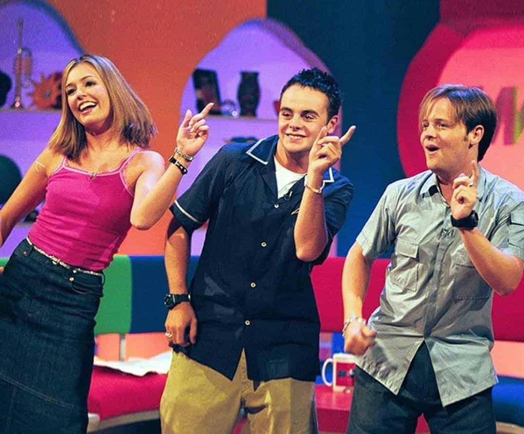 Haven't got up at 9:25 to watch TV for YEARS but having recorded #SMTV reunion, mixed it up with #Pokémon, #Sabrina & cereal. Nothing beats #Ant, #Dec, #Cat with #Pokerap #Chums #DecSays #WonkeyDonkey, #Postman #EatMyGoal🐴 Did always pity/like Cat The #Dog😍 @antanddec