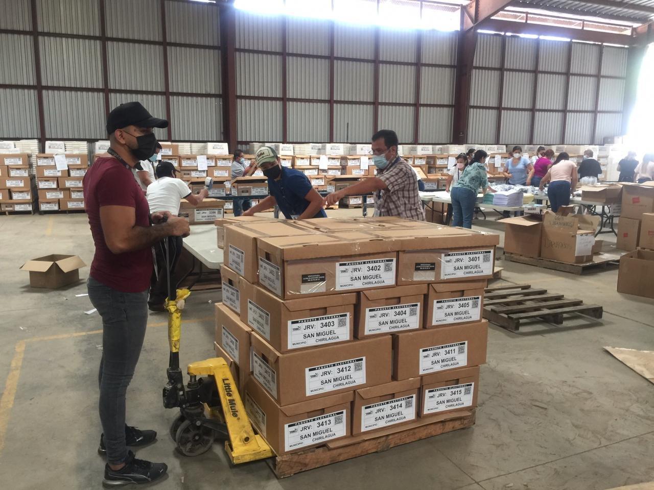 TSE inicia reparto de paquetes electorales