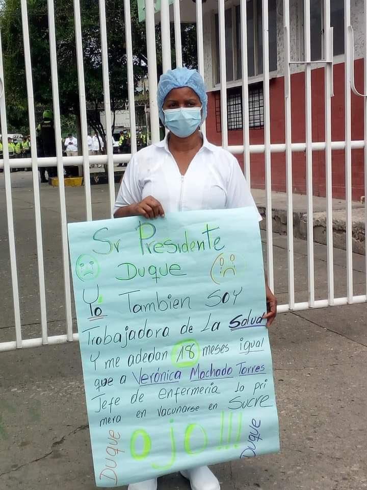 Resultado de imagen para le adeudan 18 meses de sueldo a enfermeras