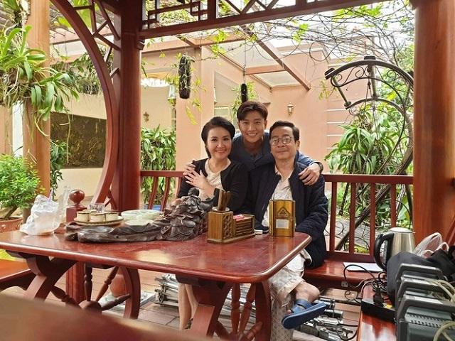 Nghệ sĩ Ngân Quỳnh bồi hồi nhớ lại 'người đầu gối tay ấp' trong 'Về nhà đi con' – NSND Hoàng Dũng https://t.co/QV0hkLTByA https://t.co/9DHlZ8c9GJ
