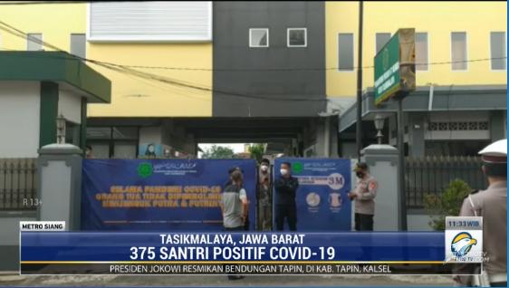 #MetroSiang sebanyak 375 santri dan pengajar di salah satu pesantren di kota Tasikmalaya dinyatakan positif COVID-19 setelah dilakukan pemeriksaan swab PCR. Klaster pesantren diduga berawal dari ditetapkannya proses belajar tatap muka. streaming: