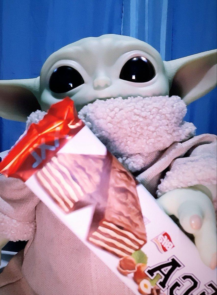 Baby relájate y comete un snickers😂💯❤ #baby #Yoda