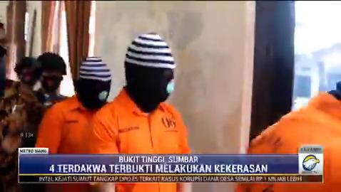 Keroyok TNI di Bukittinggi, 4 pengendara moge divonis 8 bulan penjara. #MetroSiang #KnowledgeToElevate