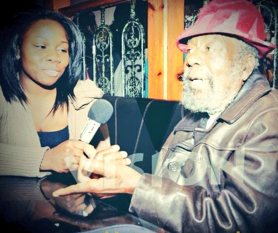 RIP Daddy U-Roy, legendary Jamaican artist. The 'Godfather of Dancehall', a pioneer who took 'toasting' (rapping) to int'l heights and paved the way for your favourite Hip Hop artist. I'll forever cherish the time I spent with you, great one.👑🇯🇲 ❤