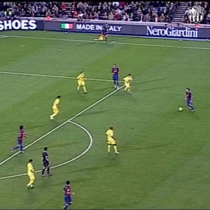 Replying to @fcbarcelona_br: 🔝 Vale a pena ver de novo!   🧙🏾♂️ @10Ronaldinho vs Villarreal 🤙🏾  🇧🇷 #BrasilFCB 🔵🔴