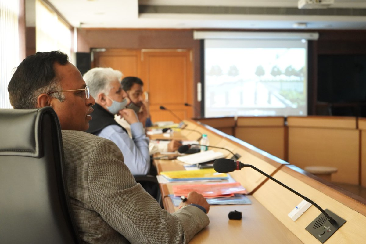 Took a review meeting of senior consultants who are working on the streetscaping project of Delhi's roads. This will include redesigning, re-engineering & redevelopment of existing roads on world-class parameters to combat the city traffic and parking problems.