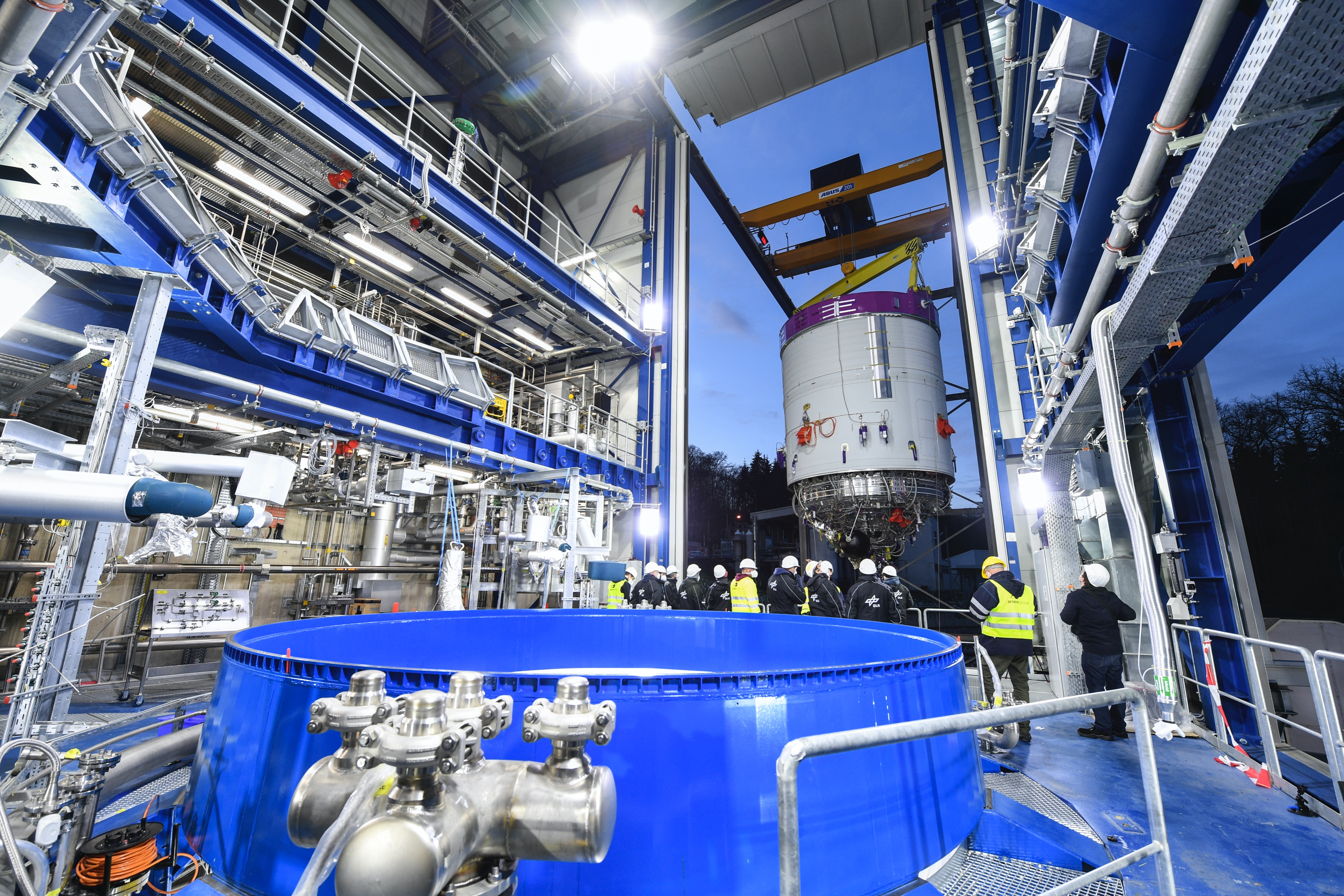 Ariane 6  - Le nouveau lanceur (3/3) - Page 18 EuhBwPBXIAoZX0c?format=jpg&name=4096x4096