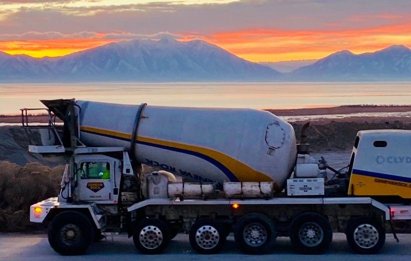 Working in a winter wonderland.   #Utah #BeUtahful #Concrete #MixerDriver #ConcreteMixer #UtahLake #UtahConstruction #Snowscape #Snow #Winter https://t.co/KkKgrgKLjQ