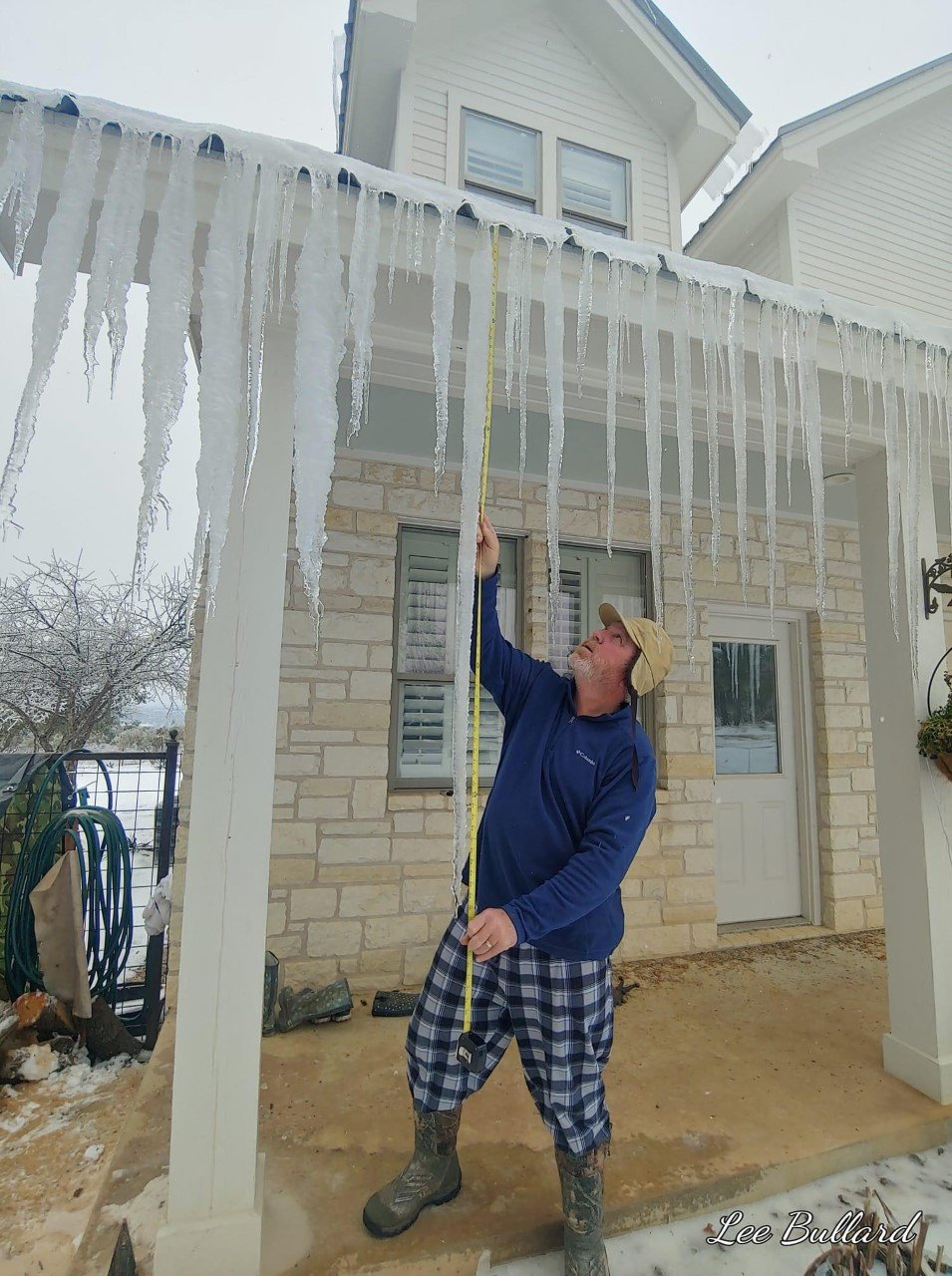 70.5-inch icicle in Burnet County (Courtesy Lee and Cathy Bullard)