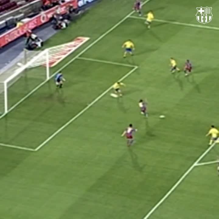 Replying to @FCBarcelona: #TBT @10Ronaldinho  vs. Cádiz