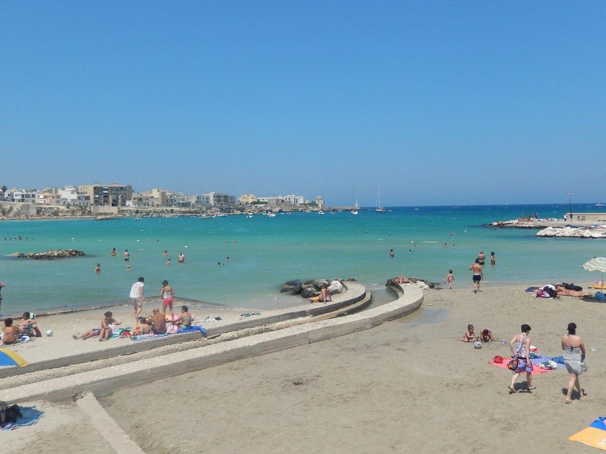 🇮🇹#イタリア 最東端の町、#プーリア州 のオートラント①  目的は #大聖堂 の 有名な #床モザイク でしたが、海の美しさにびっくり。  オートラント近郊のアドリア海 は、アドリア海の中でも一番美しく、イタリア人の人気のリゾート地だそうです(英語はほとんど通じません)。