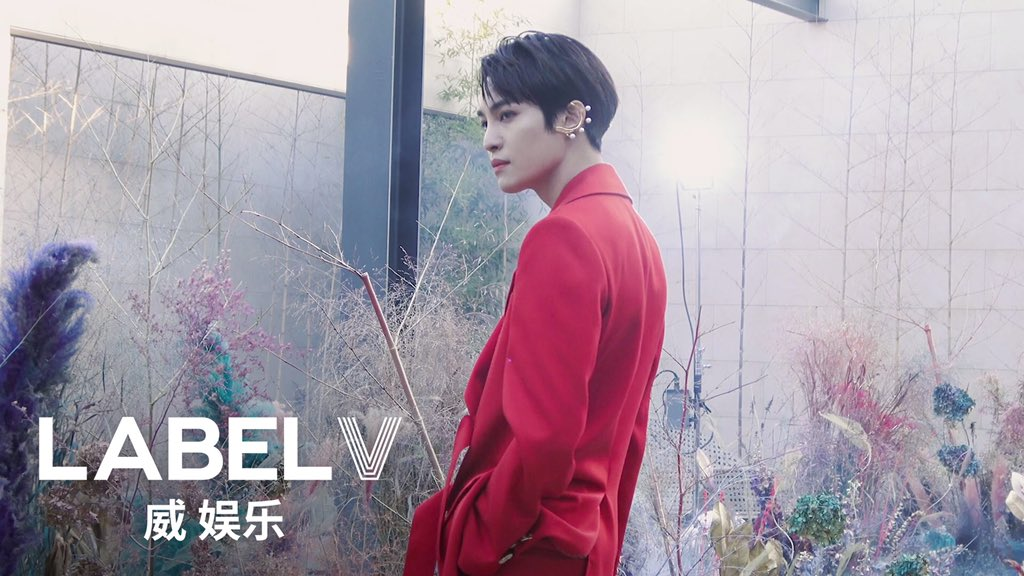 [WayV-log] A Day of YANGYANG making his debut as a model  -URL:    #WayV #WeiShenV #威神V #YANGYANG #刘扬扬