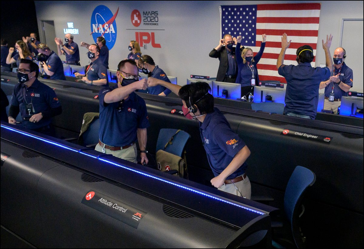 More photos posted! Members of NASA's Perseverance Mars rover team celebrate in mission control after receiving confirmation of the arrival of @NASAPersevere to the surface of Mars! More 📷! flic.kr/s/aHsmPGdBZY