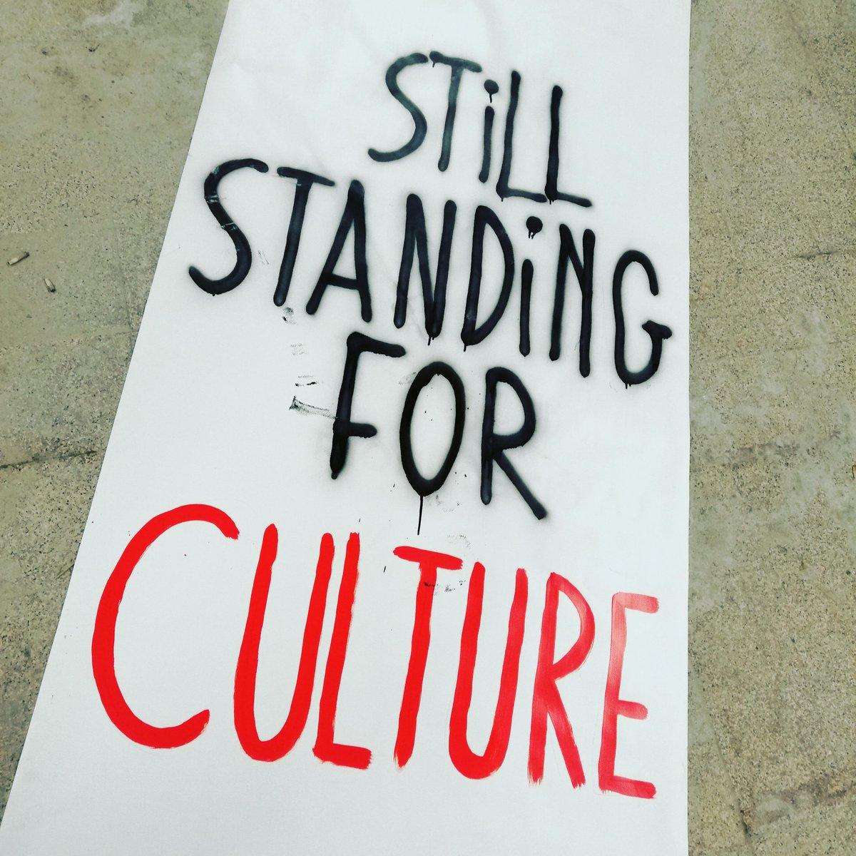 Action en préparation ⚡ STILL STANDING FOR CULTURE  Rendez-vous demain après-midi place Xavier Neujean pour faire culture 🟥  #stillstandingforculture #action #appelaactions #faireculture #partoutenBelgique #placeXavieNeujean #liege #samedi20fevrier #cecinestpasunspectacle https://t.co/qGovpyBaml