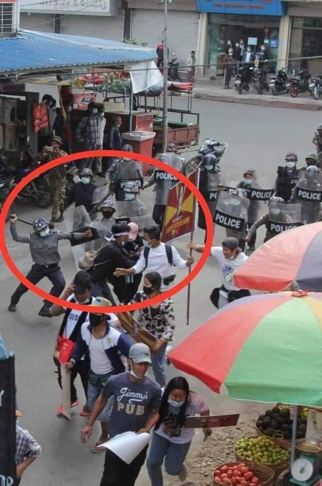 @KenRoth @Reuters @TostevinM @ReutersGraphics This is happening in Kachin, the police becomes more fierce to the peaceful protesters. They even arrested two teachers inhumanly. We Need Justice. #WhatsHappeningInMyanmar #Feb19Coup https://t.co/cP8eLtdWxi