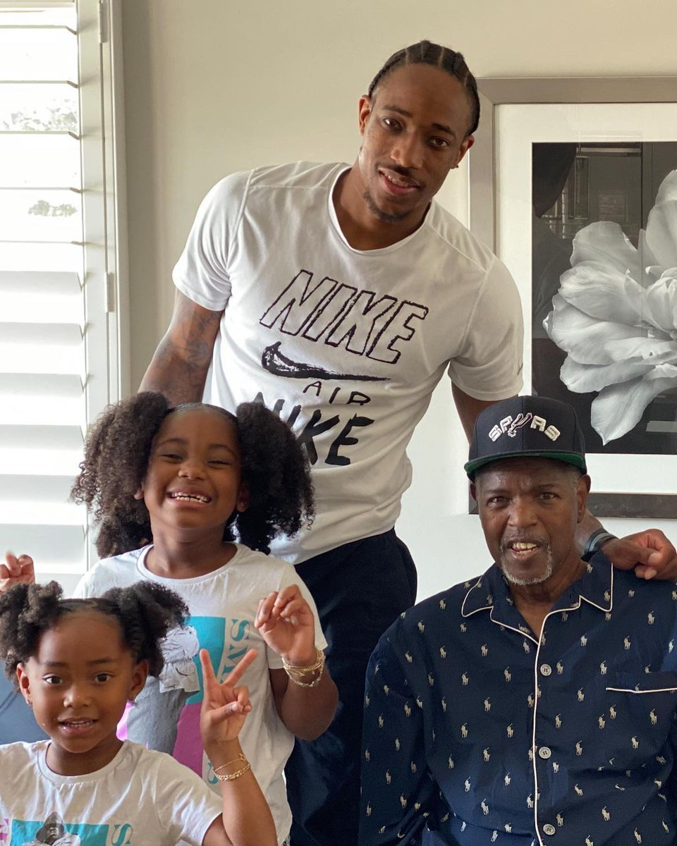 DeMar DeRozan announces the passing of his father.  RIP 🙏 https://t.co/WQYg8dPuJq