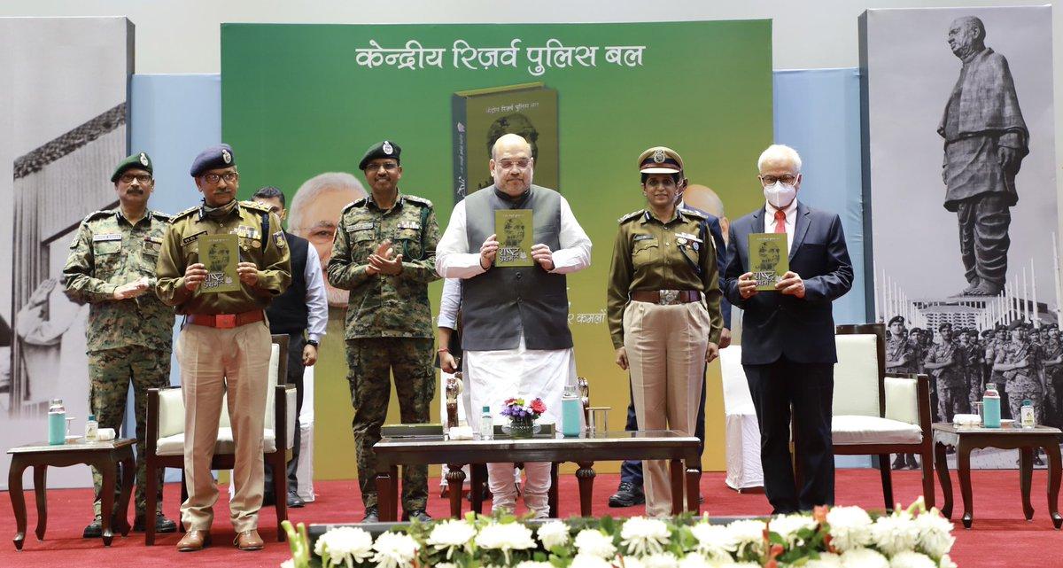 आज दिल्ली में सीआरपीएफ की 'राष्ट्र प्रथम - 82 वर्षों की स्वर्णिम गाथा' पुस्तक का विमोचन किया। यह अत्यंत खुशी और गर्व की बात है कि @crpfindia के 82 वर्षों की सभी गौरवपूर्ण घटनाएं इस पुस्तक में संकलित की गई हैं।