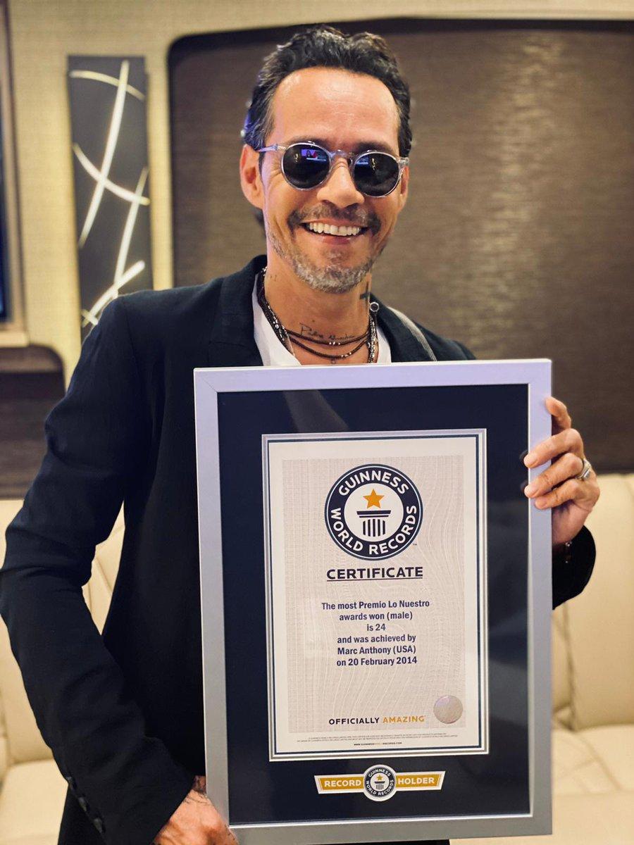 👏🕺@MarcAnthony oficialmente es reconocido como el artista masculino que más ha ganado @premiolonuestro con un total de 24 galardones. ¡Felicitamos al rey de la salsa! 👏🕺 #MarcAnthony #PremioLoNuestro