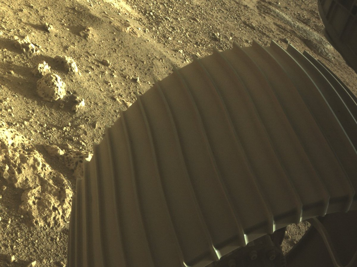 I love rocks. Look at these right next to my wheel. Are they volcanic or sedimentary? What story do they tell? Can't wait to find out. #CountdownToMars mars.nasa.gov/mars2020