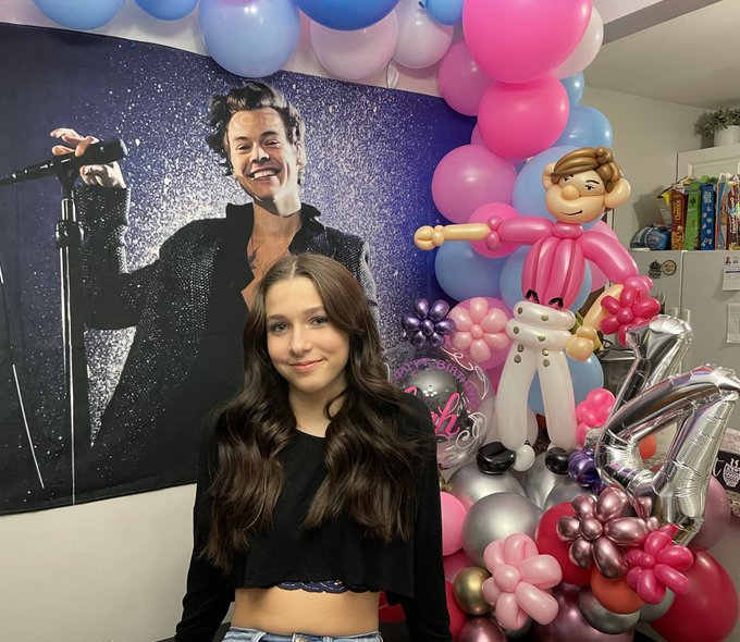 Hey Harry my daughter is your biggest fan can she get a Happy Birthday it would make her day.....