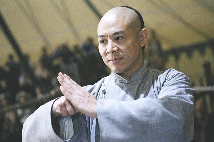 コロナ禍以降に握手を避けるようになって、中華圏では「拱手包拳礼」がジワジワと復活してるそうだが、日本でも定着してほしいな。  ポーズとしては割と馴染みがある上、あれで日常的に挨拶したい人、それなりにいる気がするw