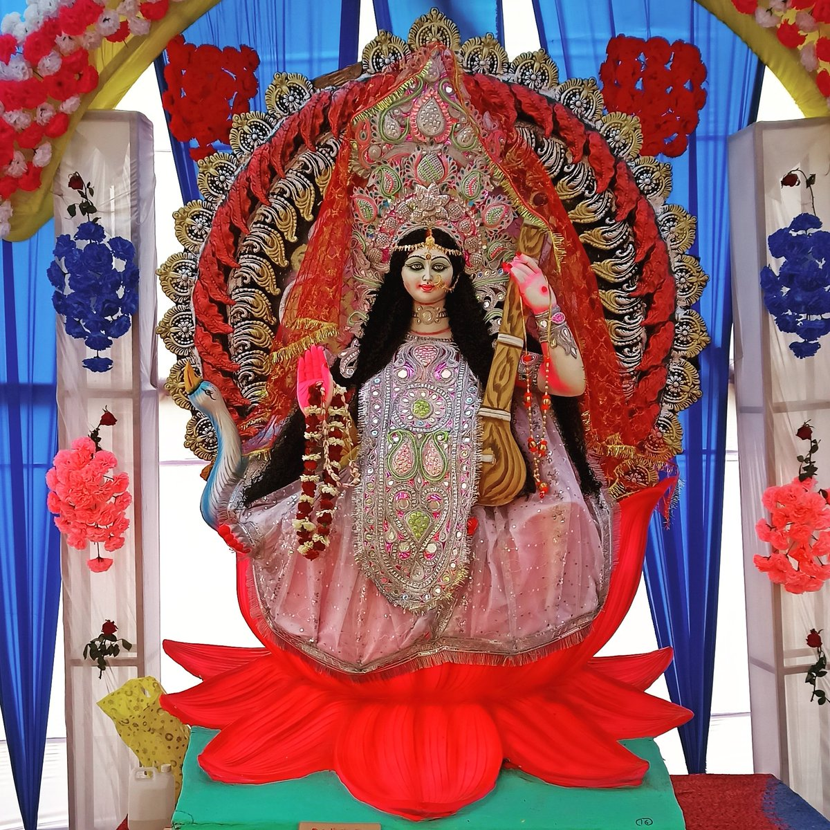 #saraswatipuja 🙏🏻held on the #BasantPanchami Worshippers wear yellow which is associated with #Wisdom and #prosperity Statues are also draped in yellow silk and believers pray for blessings on their #Pens #books and #musicalinstruments  Cavendish Hostel Patna Science College 4/n