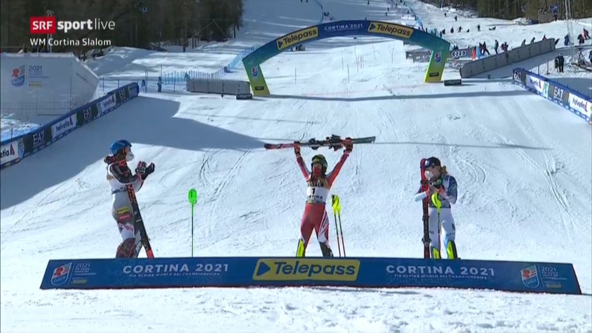 #WM in #Cortina – #Slalom der Frauen  🥇Katharina Liensberger 🇦🇹 🥈Petra Vlhova 🇸🇰 +1,00 🥉Mikaela Shiffrin 🇺🇸 +1,98  4. Wendy Holdener 🇨🇭+2,34 8. Camille Rast 🇨🇭+3,09  Out: Michelle Gisin, Mélanie Meillard   #srfski #skiwm #cortina2021 @swissskiteam @cortina2021 https://t.co/JDKPkZei80