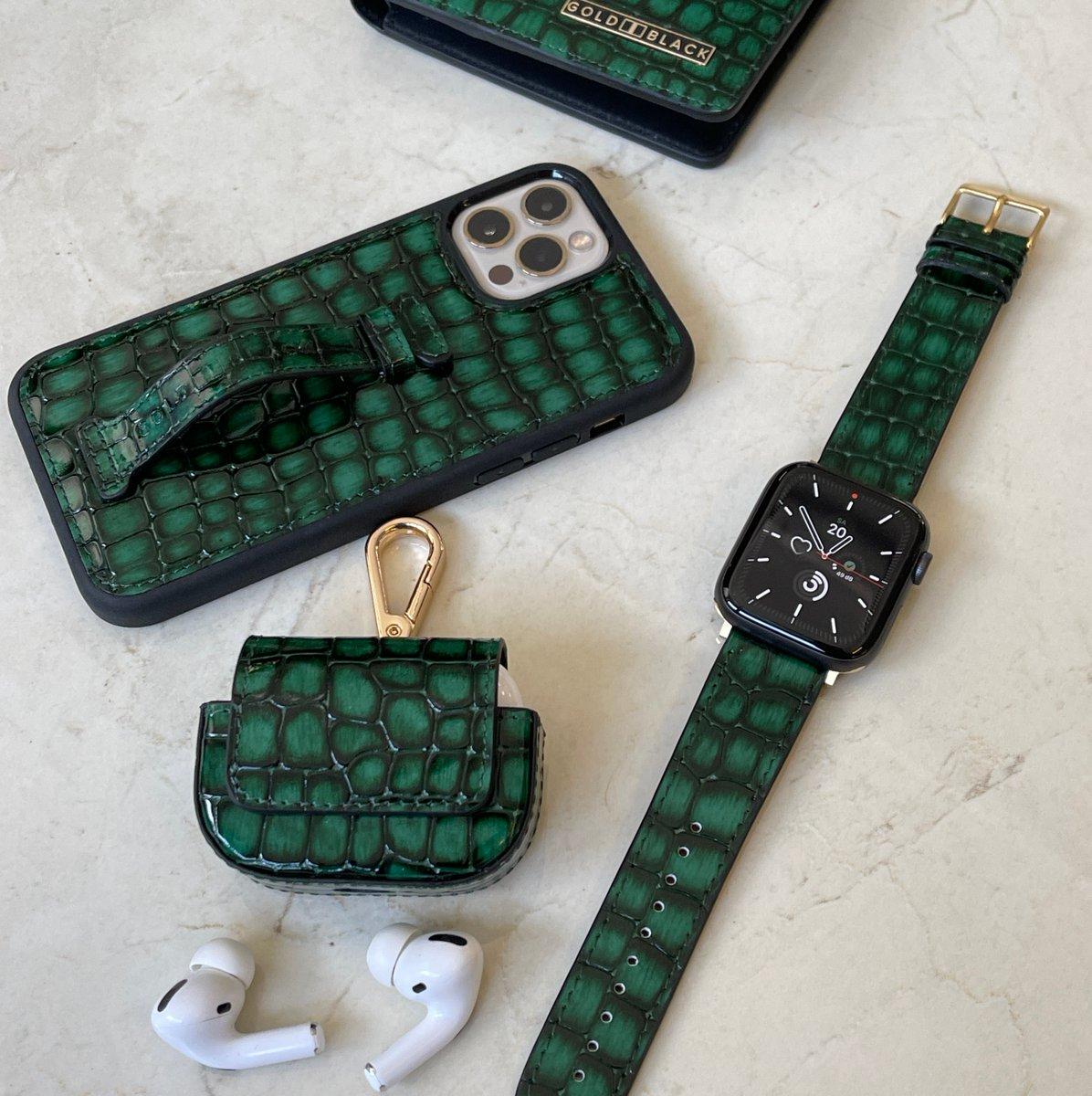 💚 Milano Green. Handpainted Genuine Leather.  Every piece is Unique.  Link in Bio #theleatherspecialists #goldblackofficial #applewatch #leatheraccessories #airpodscase #bifoldwallet #iphone12pro #iphoncases #luxury