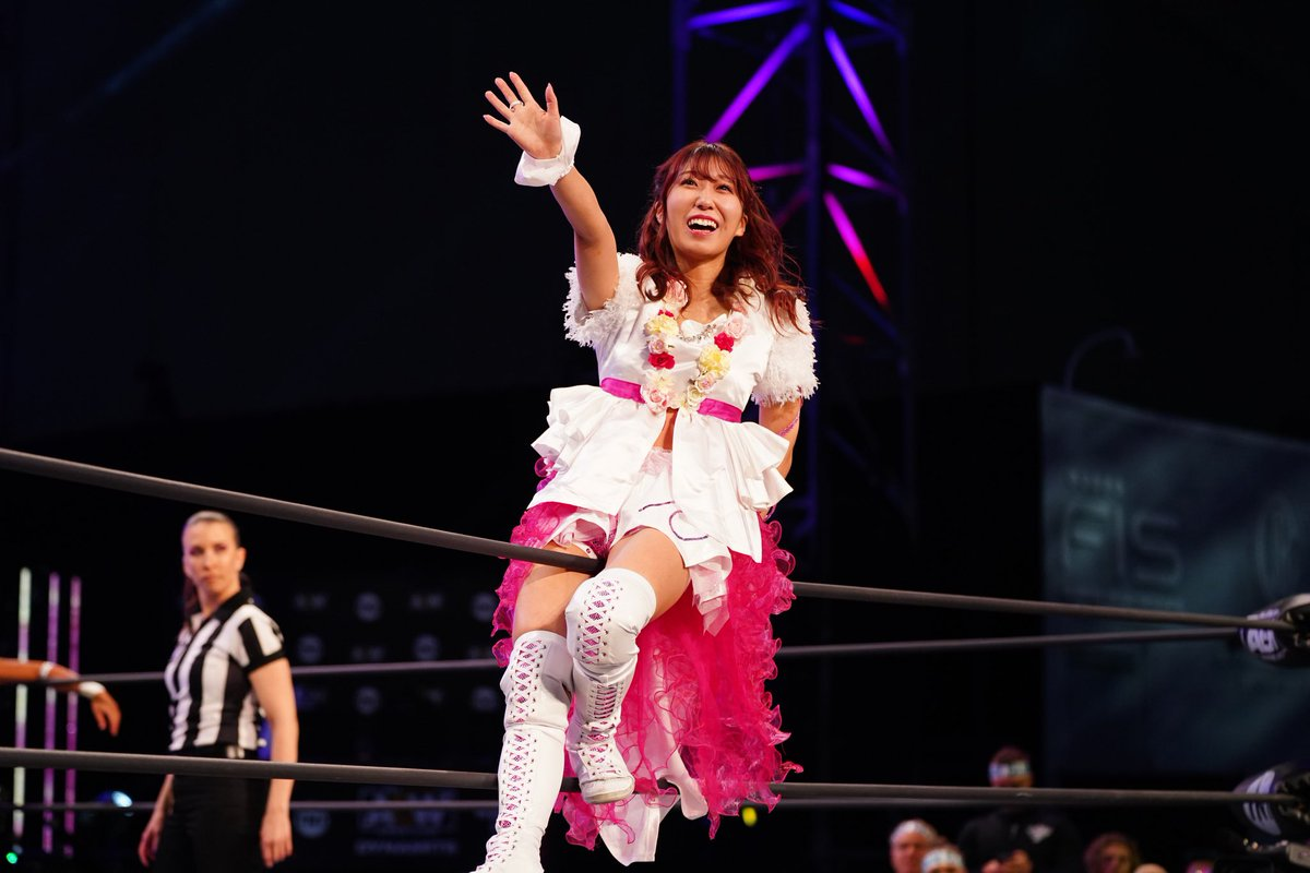 Her smile makes me melt. The star! She will get the aew title back. 💗 #AEWDynamite #riho #里歩