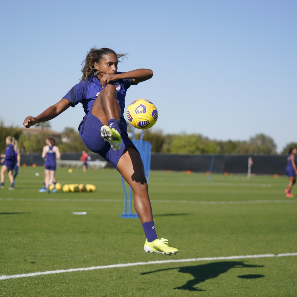 Replying to @USWNT: Don't get ready, stay ready 😤  MD-1   🇺🇸 vs. 🇧🇷