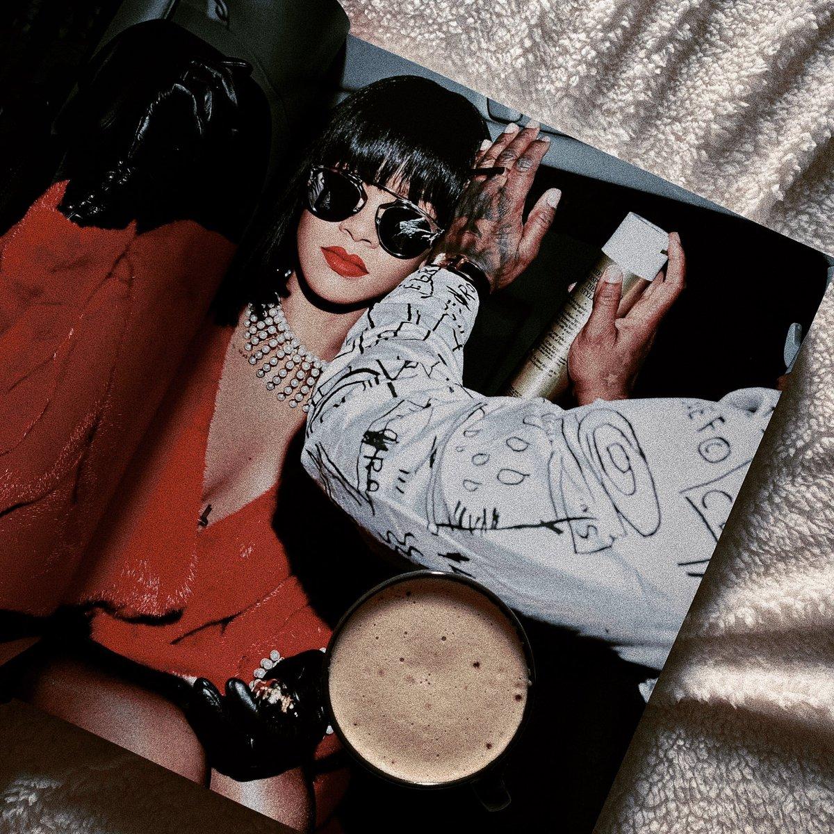 @FentyStats 👸🏾🧡🧡 #theRIHANNAbook #HappyBirthdayRihanna