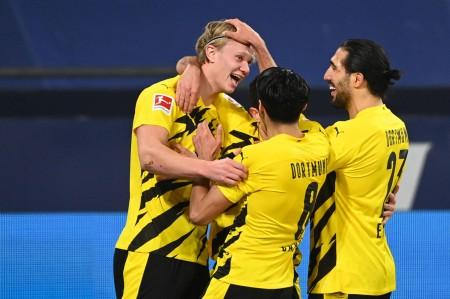 Schalke Vs Dortmund: Haaland Brace, Die Borussen Menang Telak 4-0 https://t.co/ITWkpRKorF https://t.co/3HLlNpYq1H