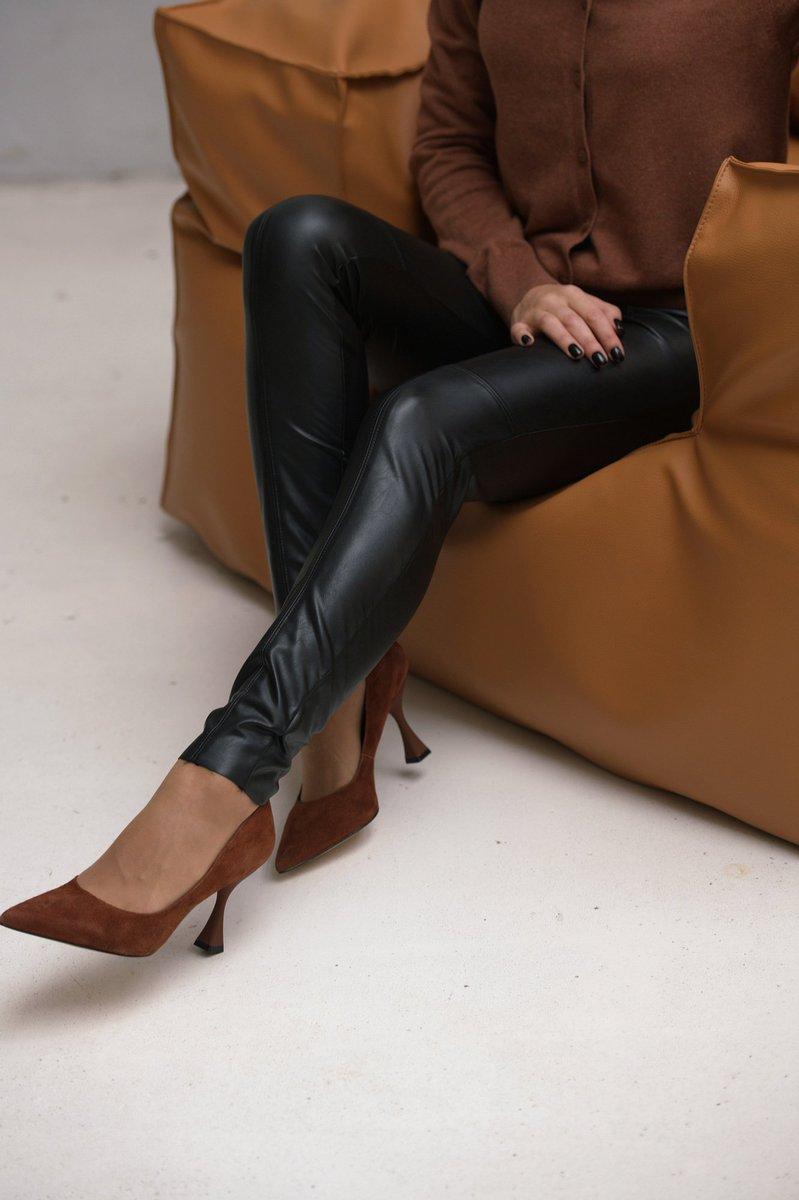 В этом сезоне новый виток популярности переживают туфли на миниатюрном каблуке Kitten heel - кошачий каблук🐱   Они прекрасно сочетаются с любыми платьями и юбками длины макси, поэтому пара будет идеальным решением для любого гардероба! Туфли купить ≫https://t.co/5WRvbk33ET https://t.co/FtHyOI2ZPC