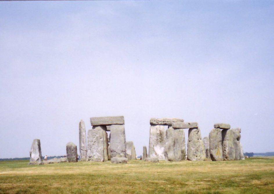 新石器時代、BC3100年頃に建造されたストーンヘンジは、その後色々と修復され青銅器時代まで千年に渡り聖...