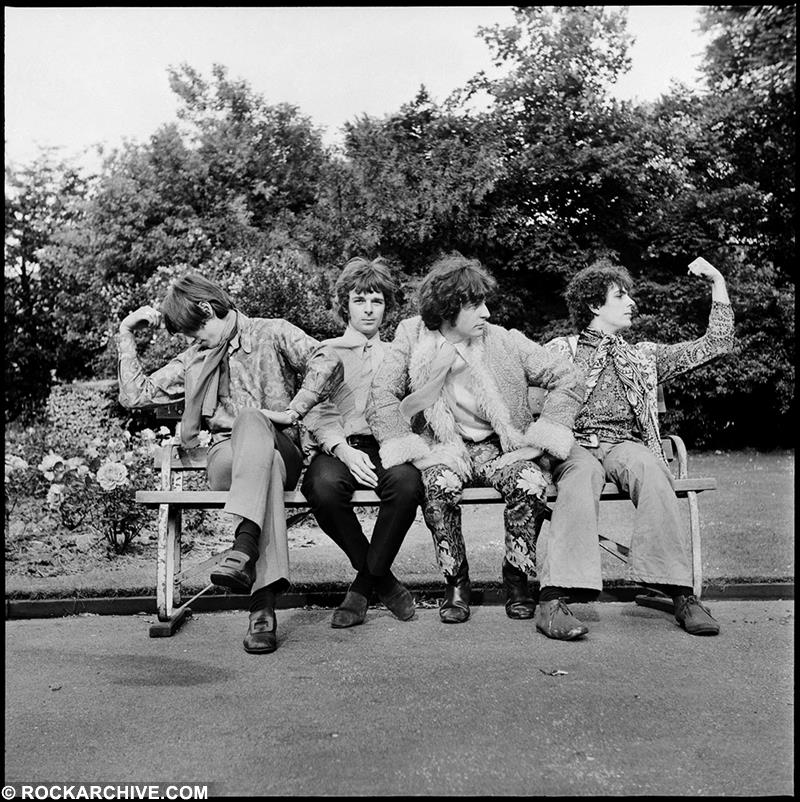 Replying to @crockpics: Pink Floyd at their first photo shoot in Ruskin Park, London, April, 1967. Photo by Colin Prime.