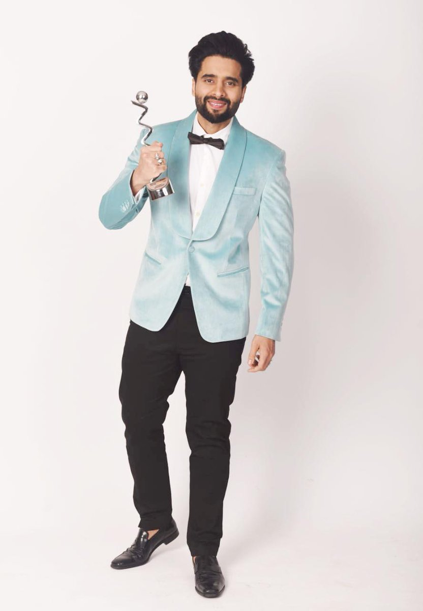 Congratulations on winning d HT Trailblazer Awards2021 @jackkybhagnani, we are elated to see d youngest producer in business scale such heights. After  #CoolieNo1 wid @Varun_dvn, he is currently working wid @akshaykumar on #Bellbottom & #Ganapath franchise film wid @iTIGERSHROFF
