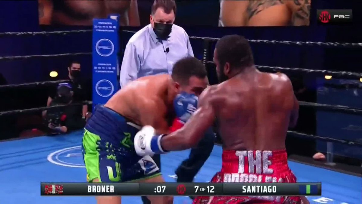 .@AdrienBroner gets angry at the end of the 7th. #BronerSantiago