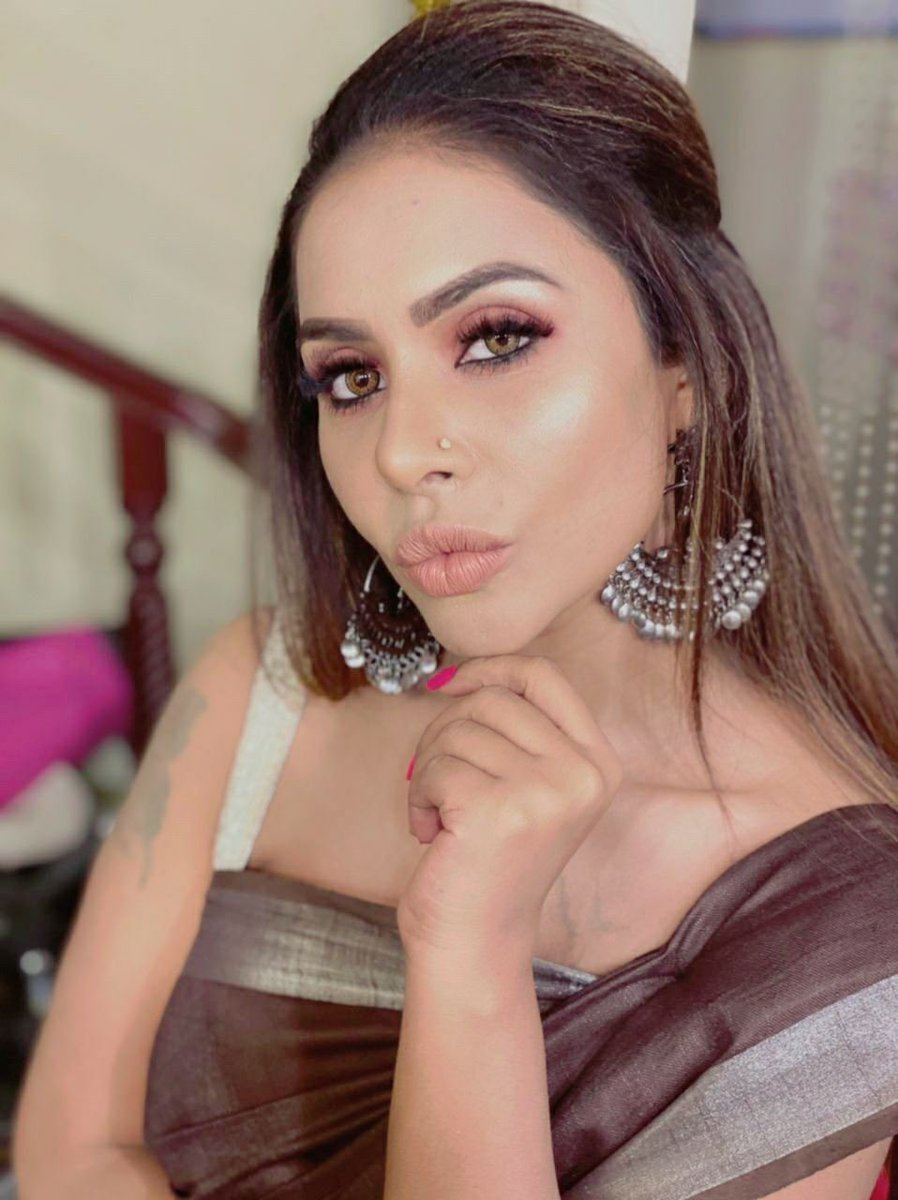 Remove your depression ,hey 👋 😌 🙂 look at me #SriReddy
